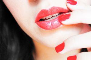 Tips Memerahkan Bibir Secara Alamai dan Sehat
